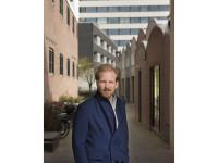02/15 Rutger Bregman, n.a.v. zijn boek: Waarom vuilnismannen meer verdienen dan bankiers. En het boek: Gratis geld voor iedereen