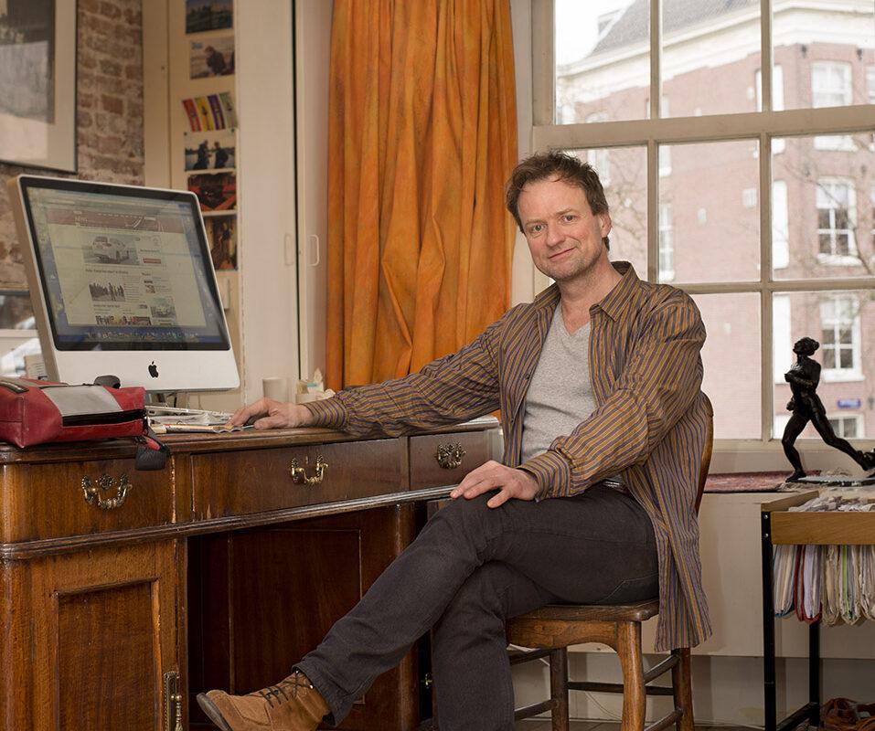 1) Rufus de Vries Fotografie Portret iov Nederlands Dagblad Frank Westerman nav boek Stikvallei